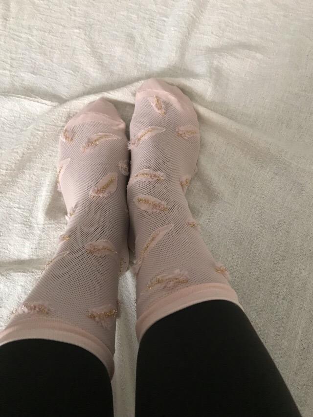 socks on tights
